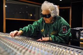 550x-DJ-Grandma
